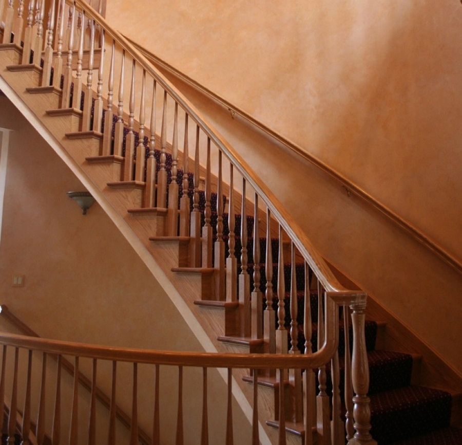 The Best Types of Paint for Indoor and Outdoor Stairs
